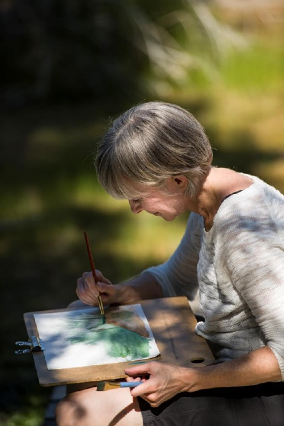 Drawn to Nature participant at the Cave and Basin. Photo by Don Lee, 2015.