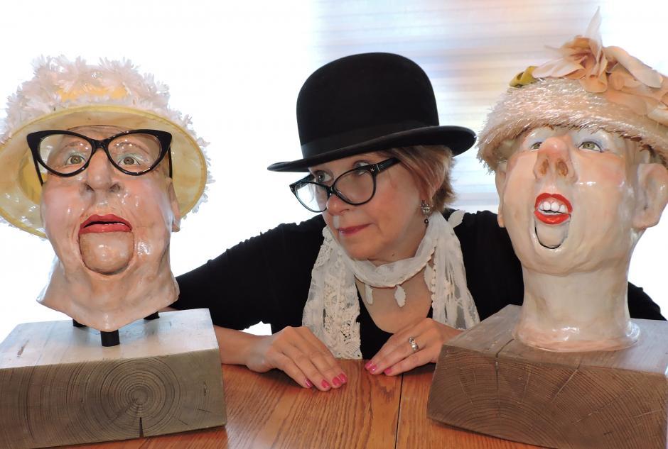 Juanita Dawn, between two puppet heads