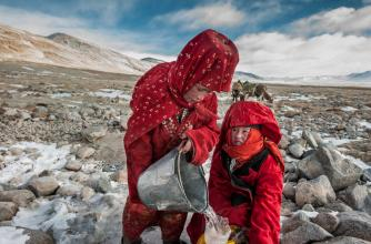 2 Afghan Krygyz women collecting water © Beth Wald