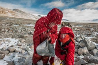 2 Afghan Krygyz women collecting water © Beth Wald