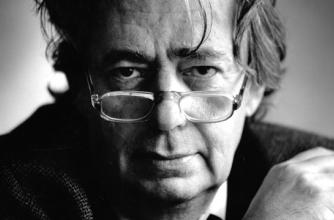 Mordechai Richler looks over his glasses in an intimate headhsot.