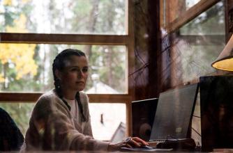 Iskwe works in the studio, Write Over Here Program, Photo by Kari Medig