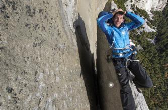 Alex Honnald relaxing on El Cap's Texas Flake