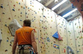 Route setting in the climbing gym