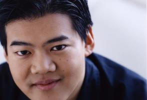 Winston Choi Headshot