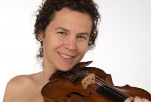 Jennifer Curtis holding violin - Banff Centre Ensemble Evolution 2018 faculty